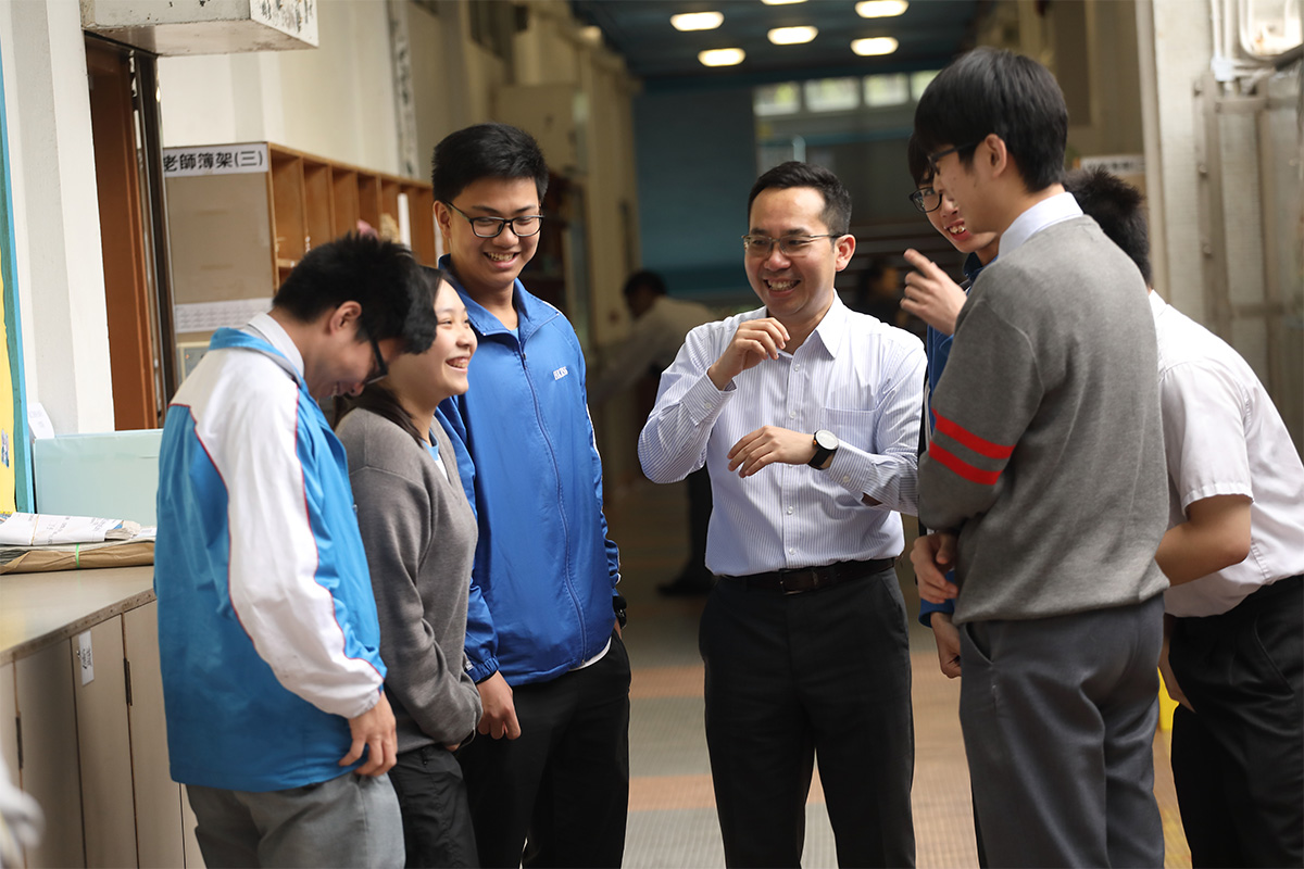 卍慈學校每年都有不少學生考上台灣大學,今年有十人報讀,經學校寫信推薦後,全部皆獲得取錄。未考文憑試,手上已有取錄信。