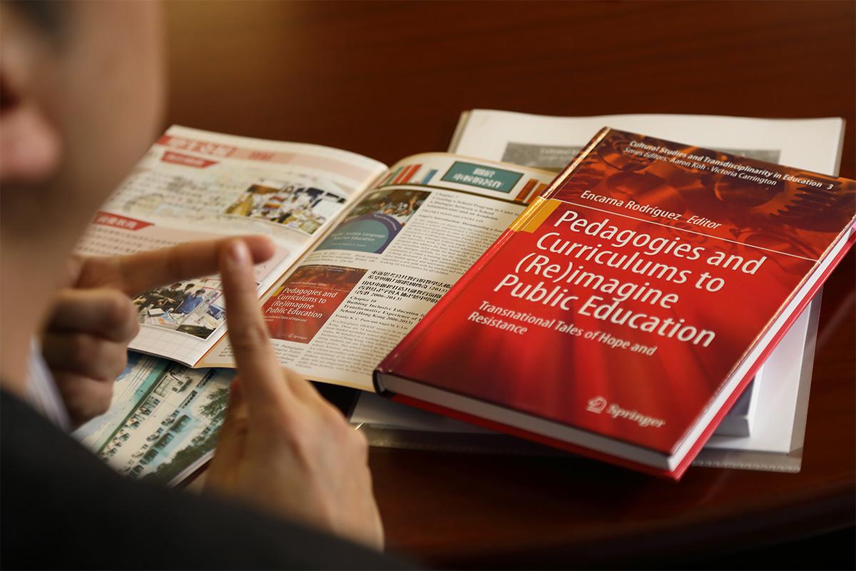 為改革卍慈中學,潘啟祥曾到加拿大考察和觀課,帶回新的融合方式和教學概念,並將經驗編輯成書和小冊子。