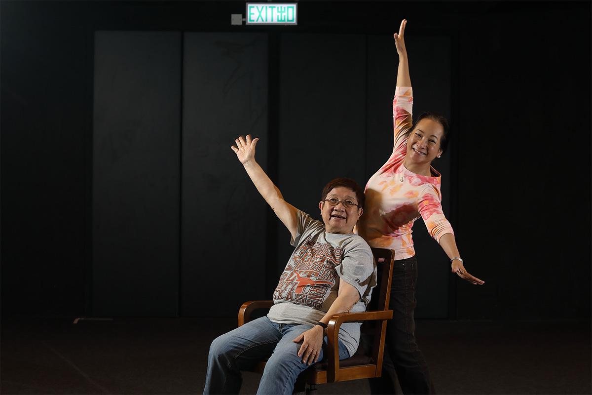 誇啦啦藝術集匯實驗自在劇場的「火車頭」:藝術總監黃清霞博士(左)和行政總裁邱歡智(右)
