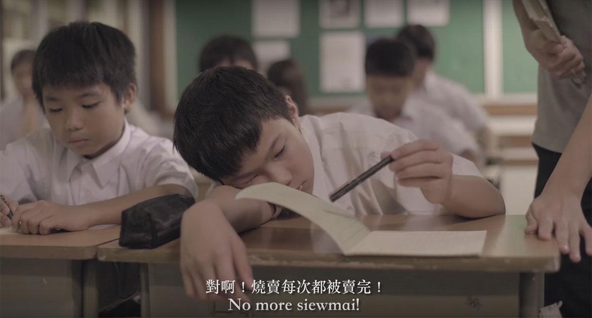 影片裡的小文在課堂上不是搗蛋,便是睡着,跟周遭氣氛格格不入。